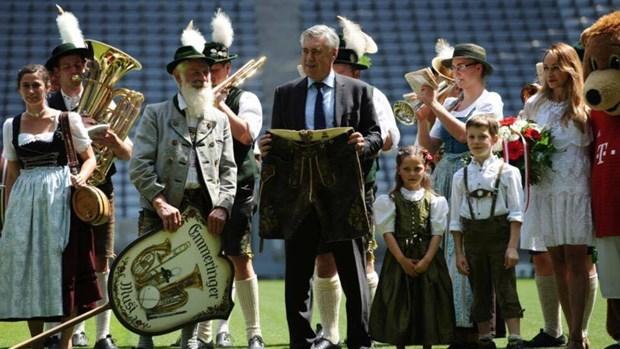 Ancelotti tiet lo ve thong diep ma Pep nhan gui lai o Bayern hinh anh 2