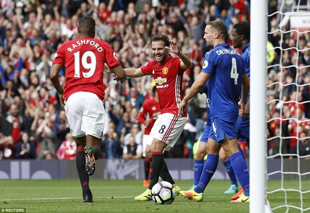 Manchester United thang huy diet duong kim vo dich Leicester hinh anh 3