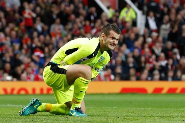 Nguoi hung cua Burnley: Zlatan Ibrahimovic suyt lam gay tay toi hinh anh 1