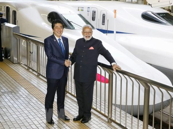 Thu tuong An Do Modi cung ong Abe di thu tau sieu toc Shinkansen hinh anh 1