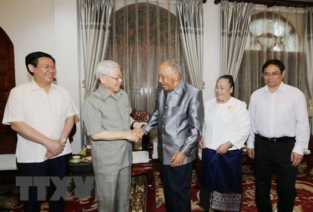 Tong Bi thu gap can bo Dai su quan, cong dong Viet Nam tai Lao hinh anh 3