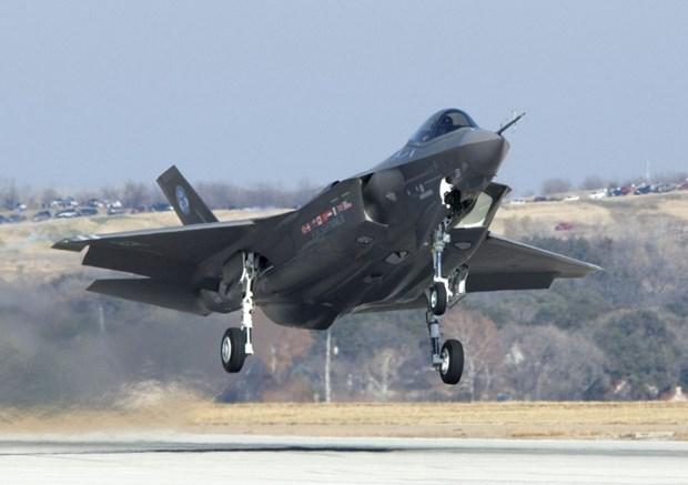 Bo truong Quoc phong My yeu cau xem xet lai chuong trinh F-35 hinh anh 1