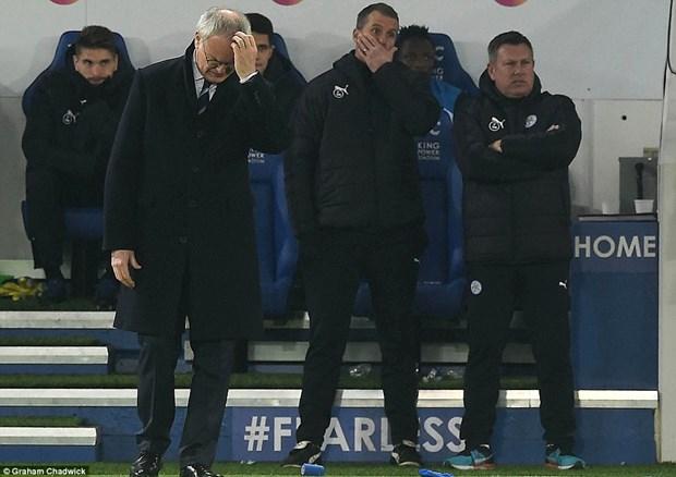 Man City tro lai top 3, Manchester United vui dap nha vo dich hinh anh 3
