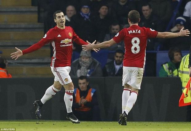 Man City tro lai top 3, Manchester United vui dap nha vo dich hinh anh 2
