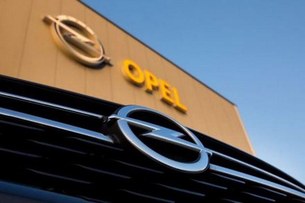 Thu tuong Duc ung ho tap doan san xuat oto Phap mua lai Opel hinh anh 1
