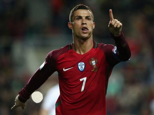 Vong loai World Cup: Ronaldo toa sang, Ha Lan gay that vong hinh anh 1