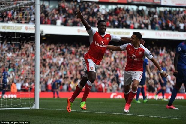 Arsenal chan dung mach bat bai cua M.U, nuoi hy vong top 4 hinh anh 1