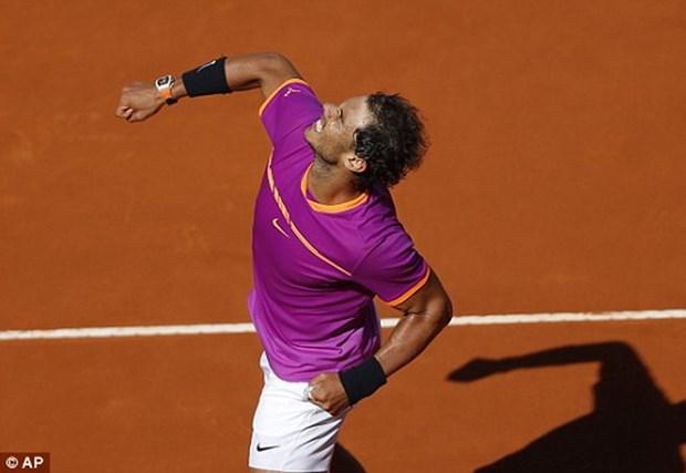 Rafael Nadal ha guc Novak Djokovic o tran