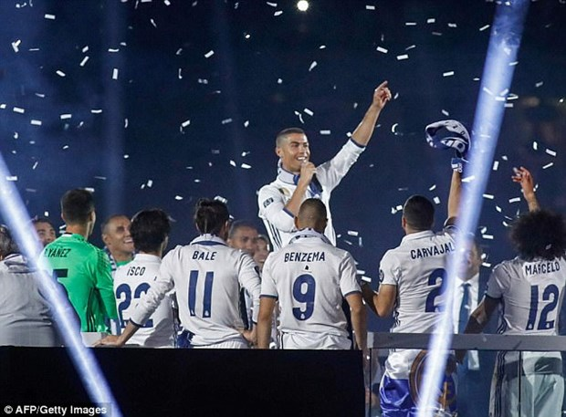 Ronaldo an mung ngoi vuong Champions League bang kieu toc moi hinh anh 3