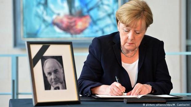 Tang le cuu Thu tuong Duc Helmut Kohl tro thanh chu de tranh cai hinh anh 2
