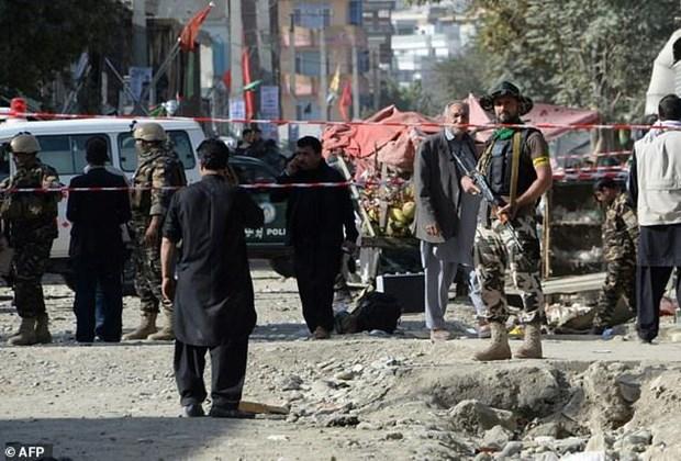 Danh bom lieu chet dam mau tai Afghanistan, 22 nguoi thuong vong hinh anh 1