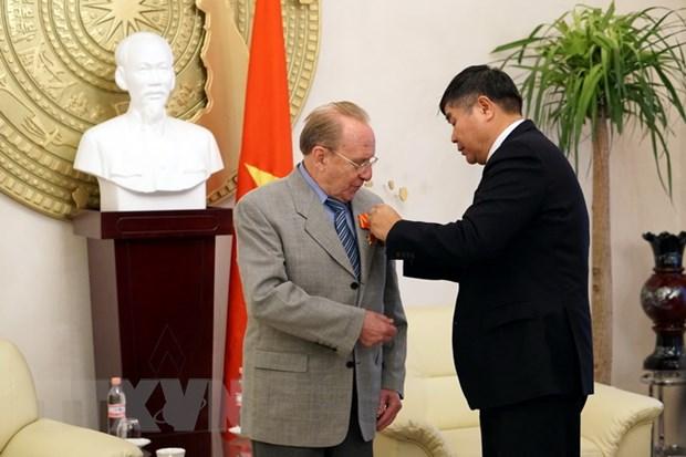 Trao tang Huan chuong Huu nghi cho nha bao Duc Kapfenberger hinh anh 1