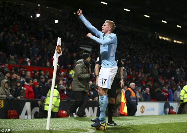 Kevin De Bruyne: Bi dup, nghi ngo dong tinh & so 1 Premier League hinh anh 1