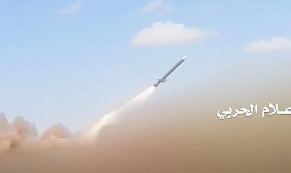 Phien quan Houthi tai Yemen tan cong Riyadh bang ten lua dan dao hinh anh 1