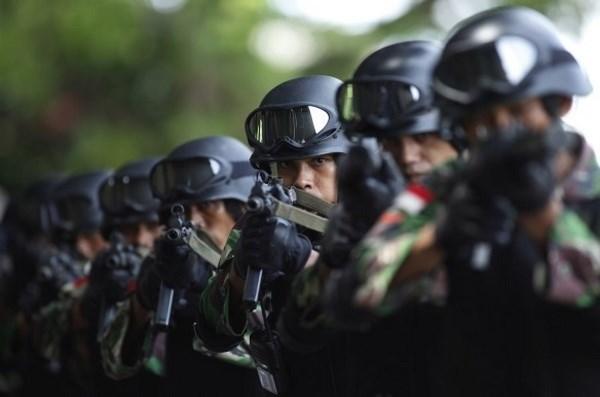 Indonesia tang cuong hang tram canh sat chong khung bo giam sat IS hinh anh 1
