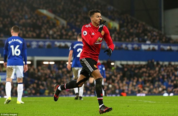 Danh bai Everton, Manchester United tro lai top 2 Premier League hinh anh 1
