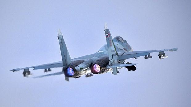 Tiem kich Su-27 cua Nga chan may bay do tham My tai Bien Den hinh anh 1