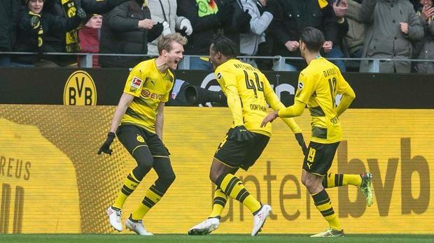 Bundesliga: Bayern Munich thua nguoc, Dortmund cung co top 3 hinh anh 2