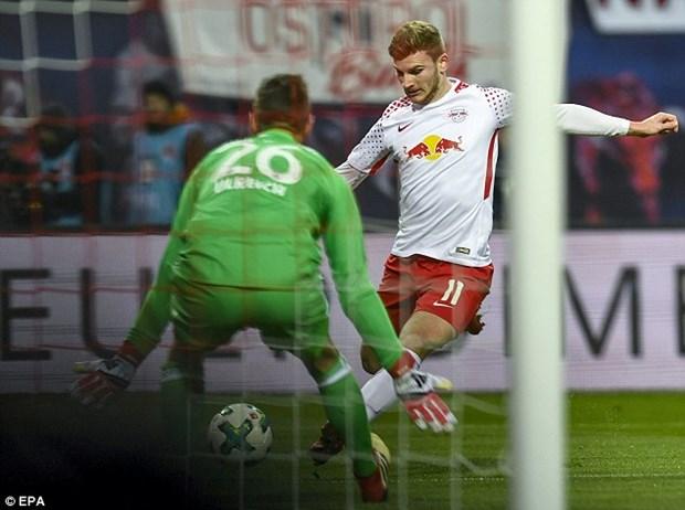 Bundesliga: Bayern Munich thua nguoc, Dortmund cung co top 3 hinh anh 1