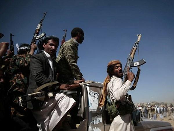 Phien quan Houthi tan cong nhieu san bay o Saudi Arabia hinh anh 1