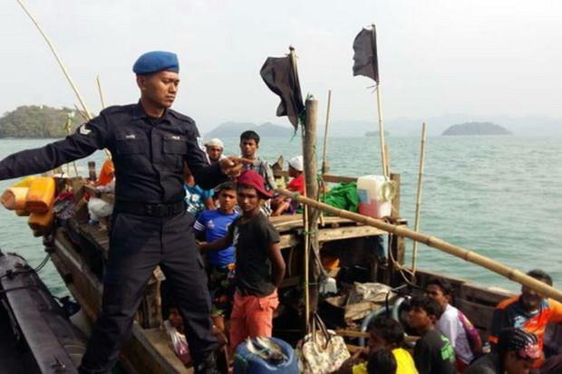 Malaysia chan giu thuyen ti nan cho gan 20 tre em Myanmar hinh anh 1