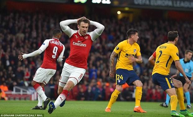 Thi dau hon nguoi, Arsenal van bi Atletico cam hoa o Emirates hinh anh 1