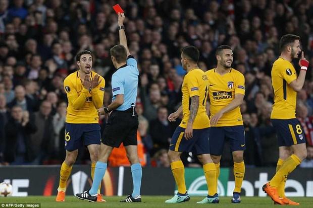 Thi dau hon nguoi, Arsenal van bi Atletico cam hoa o Emirates hinh anh 2