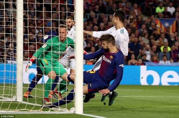 Cristiano Ronaldo va Lionel Messi cung di vao lich su El Clasico hinh anh 1
