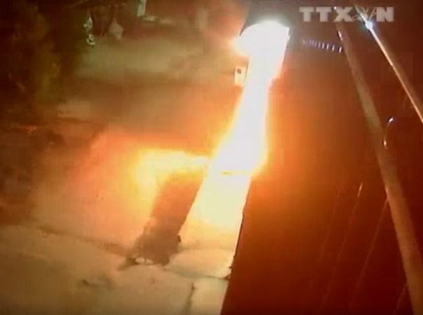 [Video] Truy tim 3 doi tuong nem bom xang vao nha dan o Dong Nai hinh anh 1