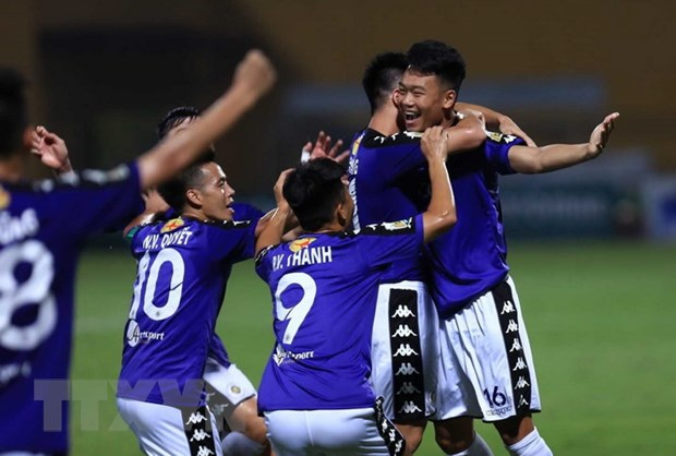 V-League 2018: Ha Noi vo dich luot di, Nam Dinh sap thoat day bang hinh anh 1