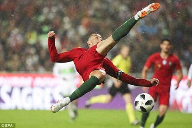 Bo Dao Nha gianh chien thang tung bung trong ngay Ronaldo tro lai hinh anh 1