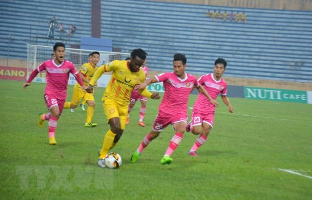Vong 13 V-League: Ha Noi vui dap Than Quang Ninh, HAGL thua nguoc hinh anh 2