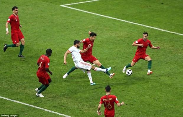 Cris Ronaldo lap hat-trick, Bo Dao Nha thoat thua day kich tinh hinh anh 3