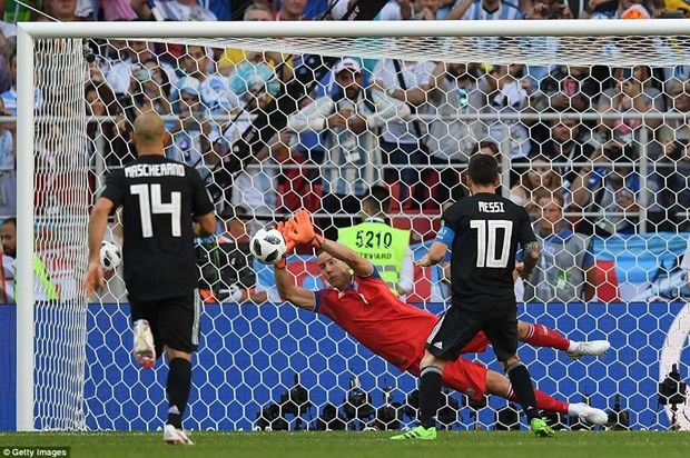 Messi sut hong penalty, tuyen Argentina chia diem truoc Iceland hinh anh 3
