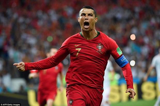 Cris Ronaldo lap hat-trick, Bo Dao Nha thoat thua day kich tinh hinh anh 1