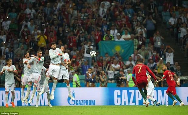 Cris Ronaldo lap hat-trick, Bo Dao Nha thoat thua day kich tinh hinh anh 4