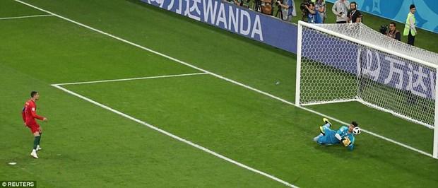Ronaldo 'bat luc' truoc thu thanh Iran o qua penalty lich su hinh anh 1