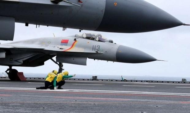 Trung Quoc gap rut phat trien chien dau co moi thay the J-15 hinh anh 1