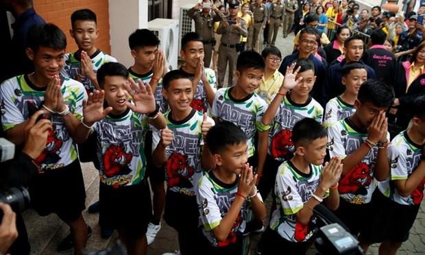 Thanh vien doi bong thieu nien Thai Lan xuat hien truoc cong chung hinh anh 1