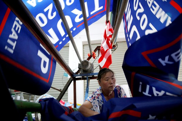 Nha may Trung Quoc san xuat hang loat co ung ho ong Trump tai tranh cu hinh anh 2