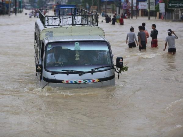 Mua lon cuon troi cau dai 60m, hang chuc nghin nguoi Myanmar di so tan hinh anh 1