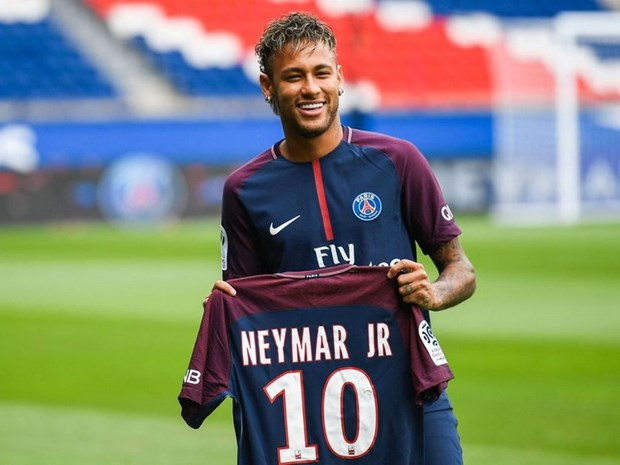 Nhin lai mot nam sau vu 'sieu bom tan' Neymar: Ai duoc, ai mat? hinh anh 1