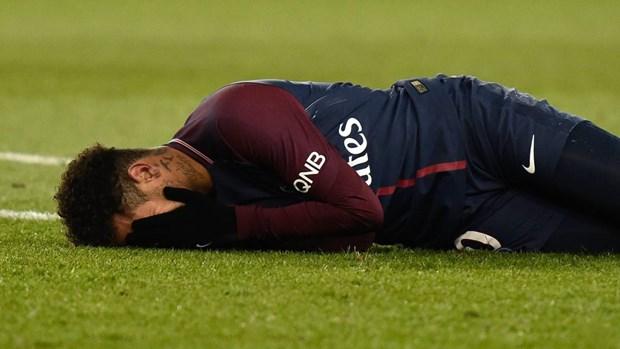 Nhin lai mot nam sau vu 'sieu bom tan' Neymar: Ai duoc, ai mat? hinh anh 2