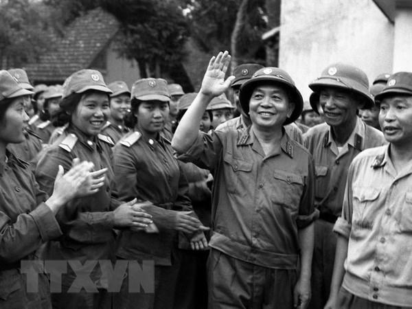 Khai mac trien lam 'Dai tuong Vo Nguyen Giap voi ATK Thai Nguyen' hinh anh 1