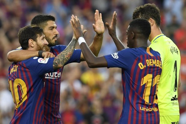 Barcelona thang huy diet 8-2, chiem ngoi dau cua Real Madrid hinh anh 1