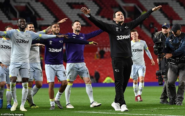 M.U cay dang chia tay EFL Cup khi de thua doi cua HLV Lampard hinh anh 2