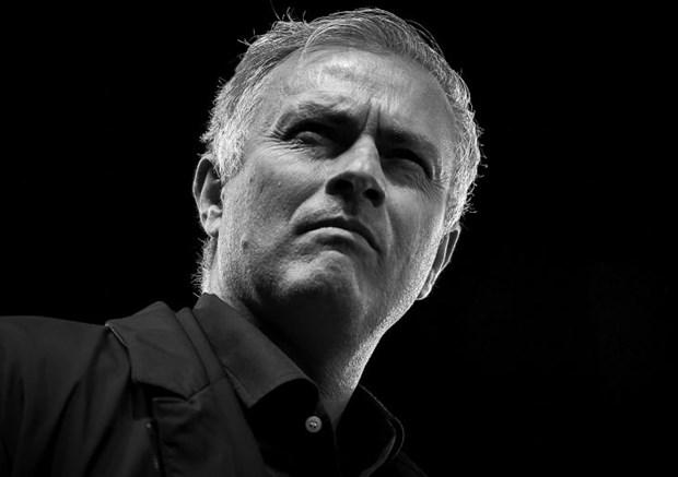 Manchester United sa thai HLV Jose Mourinho ngay dem nay? hinh anh 1