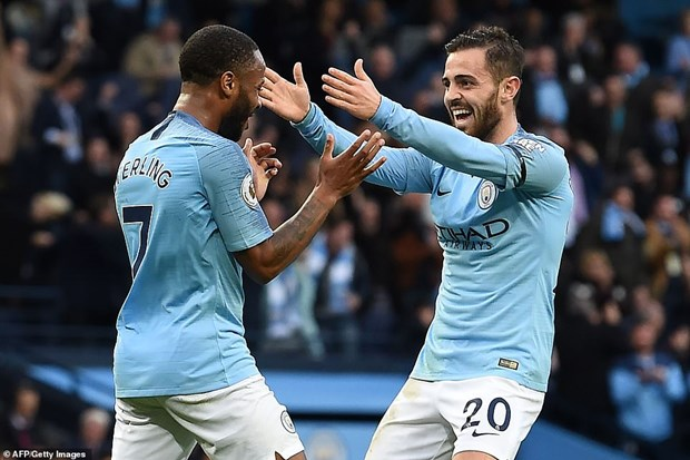 Man City thang huy diet, tro lai ngoi dau bang Premier League hinh anh 1