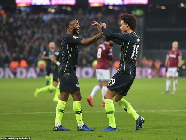 Man City va Liverpool noi dai mach bat bai, Chelsea guc nga hinh anh 1