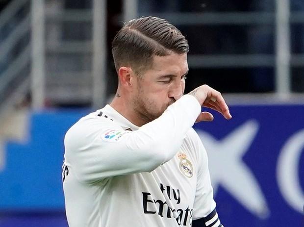 Real Madrid thua soc, Barcelona va Atletico chia diem kich tinh hinh anh 1